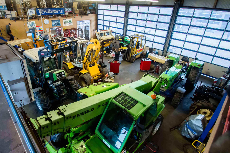 Maschinenhalle Lauber-Landtechnik, Landmaschinen