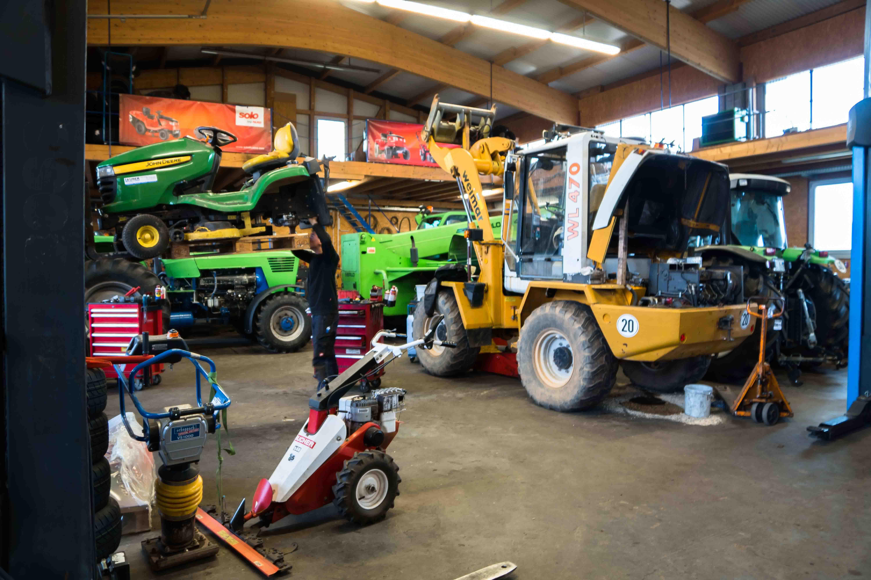Reparaturservice bei Lauber-Landtechnik, Baumaschinen